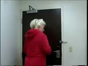 Puta mamadora nalgona caliente Dana Hayes se atraganta de leche negra free