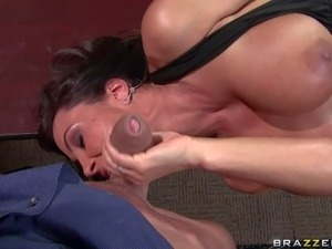 Dark haired and busty brunette honey Lisa Ann enjoys in