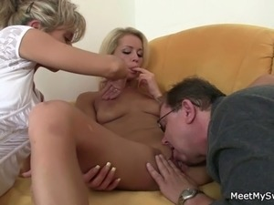 Holy shit!  threesome with my girlfriend!!