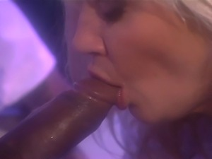 Ginger Lynn goes for a check up. She gets examine by Sean Michaels.