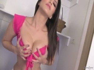 Sunny Leone taking off clothes free