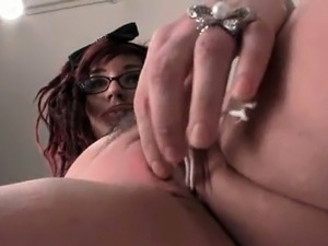 Teen hoe sucks the pissed tampons taken out of her pussy
