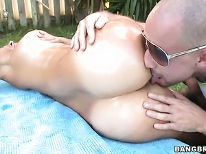 Brunette senora Jazmyn with juicy bottom blows dudes love wand like crazy