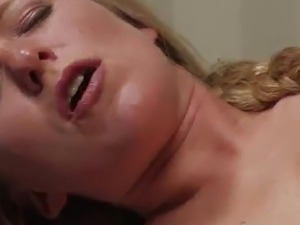 Dia Zerva Blonde Vixen Screaming To the Machine bonking