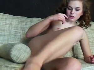 Kensia Enjoys Finger-fucking Her cunt inside Cute Masturbation action