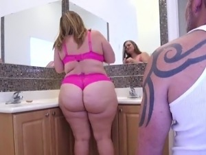 Gorgeous plumb booty bbw gets down