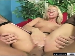 Slender blonde slut Kelly Wells invites Lee Stone to punish her holes