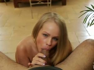 Attractive blonde bimbo Brittany Young gives really good blowjob