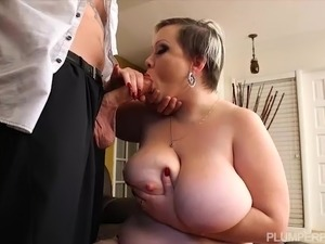 Sexy Big Booty BBW Bunny De La Cruz Fucks Old Man