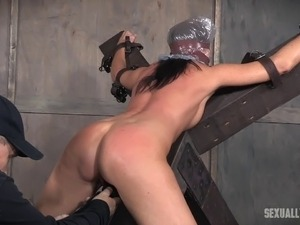 Handsome master has a blast while drilling India Summer's love hole