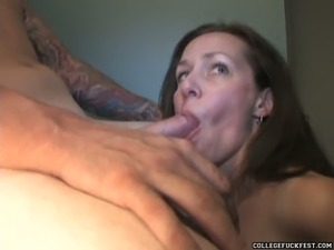 Skilled sucking head gives bets ever deepthroat blowjob after party