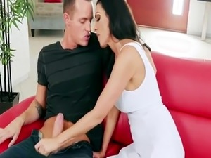 Mom Veronica Rayne wants keys to her wet pussy