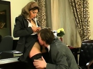 Small hairy mature secretary