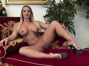 Horny Lisa Lipps gets jizzed on