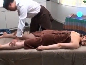Sultry Japanese babe surrenders her aching cunt to a masseur
