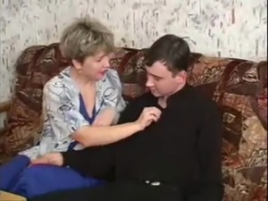 RUSSIAN MOM VALENTINA