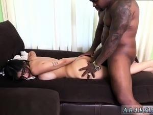 Hairy arab and nude dancer Mia Khalifa Tries A Big Black Dic